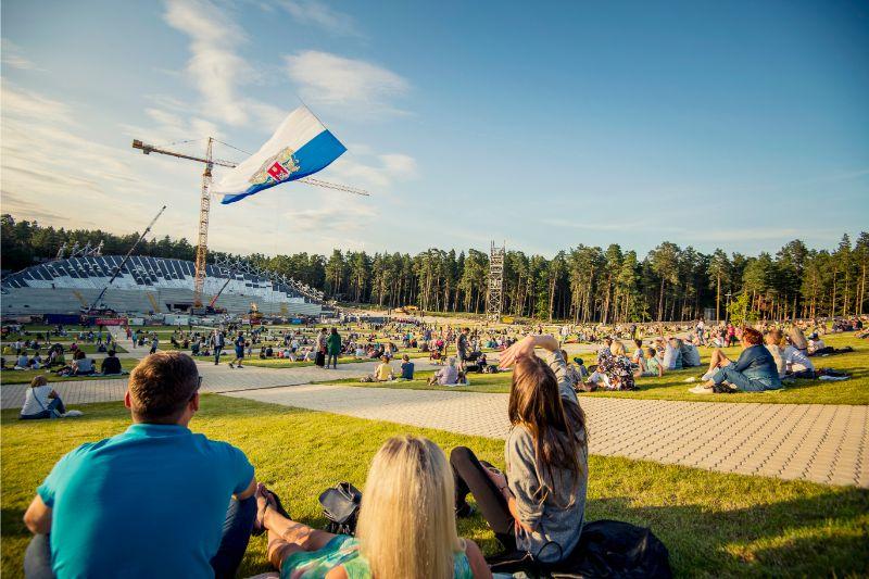 Pikniks pie Mežaparka estrādes. Ilustratīvs attēls