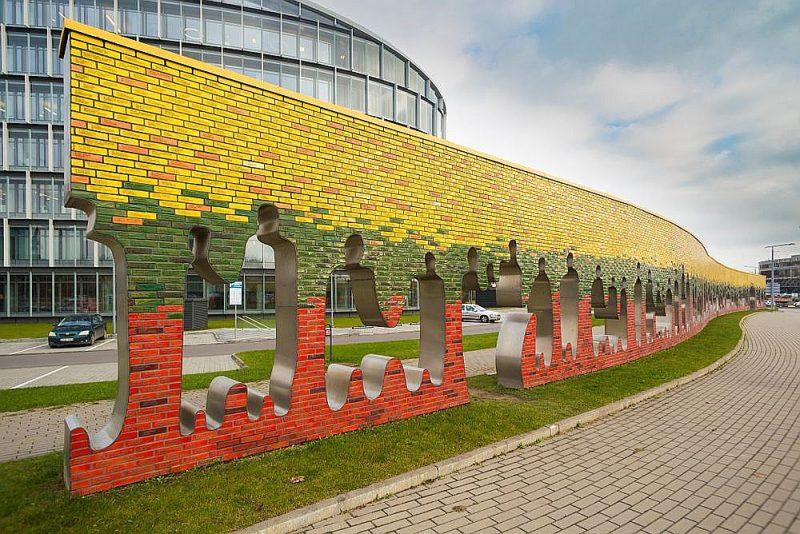 """""""Baltijas ceļa"""" piemiņas siena Viļņā."""
