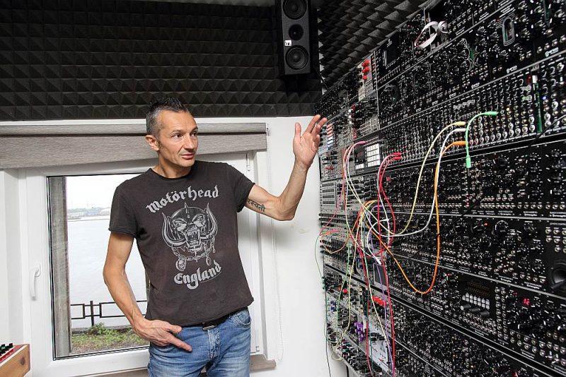 """""""Erica Synths"""" dibinātājs un īpašnieks Ģirts Ozoliņš: """"Audioiekārtu un elektronikas ražošanas nozare Latvijā vienmēr turējusies uz atsevišķu apbrīnojamu skaņu inženieru pleciem. Šobrīd Latvijā ir labākā infrastruktūra elektronikas produktu ražošanai pasaulē."""""""