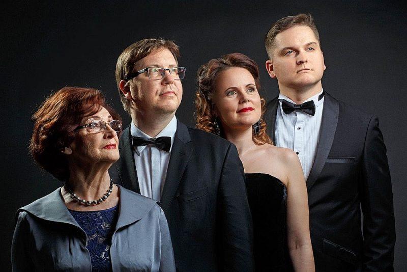No kreisās: Olga Dreģe, Mārtiņš Zilberts, Inga Šļubovska-Kancēviča un Juris Jope.