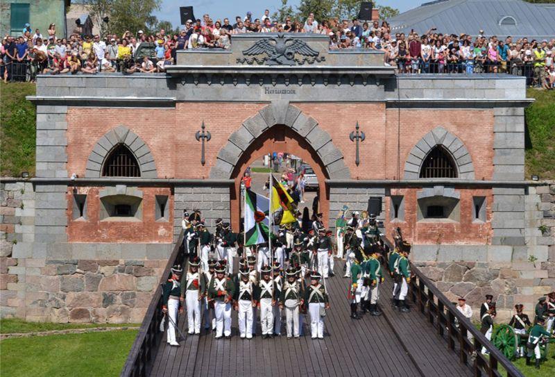 Lai noturētu skatītāju uzmanību, kara rekonstrukcijai vajag 500 vai pat 1000 cilvēku. Todien piedalījās ap 150 kareivju, kas nav slikti, bet par maz.