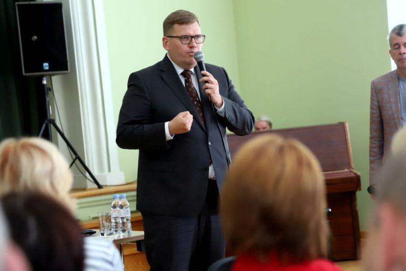 VARAM ministrs Juris Pūce tiekas ar Apes iedzīvotājiem, lai apspriestu jauno pašvaldību reformu un atbild uz jautājumiem.