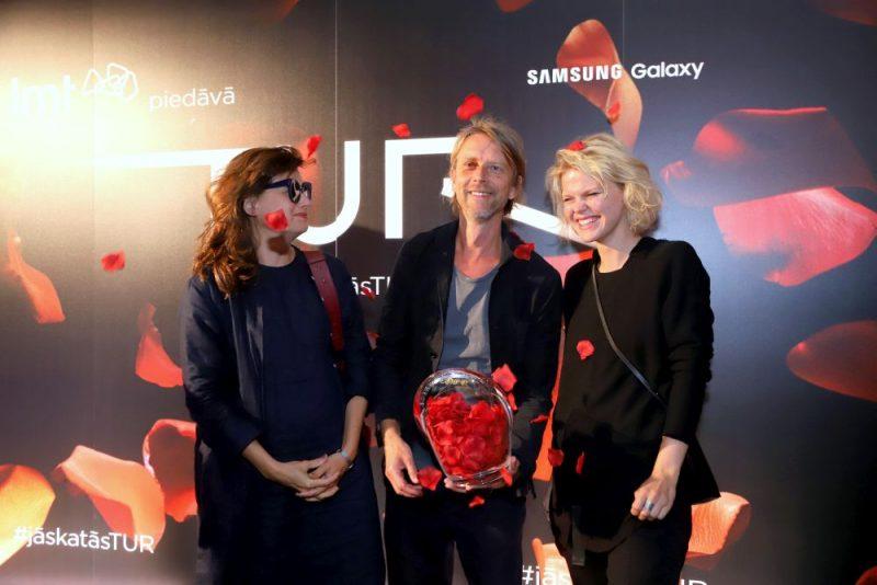 """16.augustā Latvijas kinoteātros pirmizrādi piedzīvos drāma par attiecībām virtuālajā un reālajā pasaulē – LMT filma """"Tur""""."""