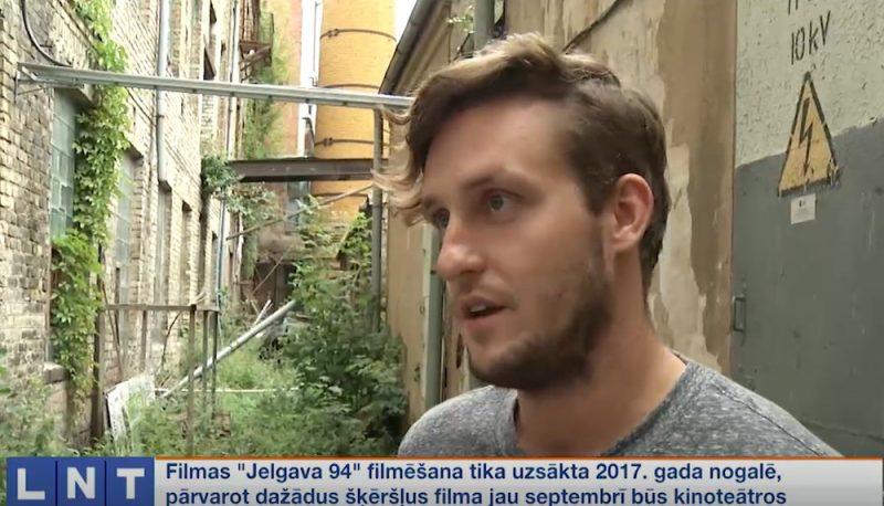 """Filmas """"Jelgava 94"""" režisors Jānis Ābele."""