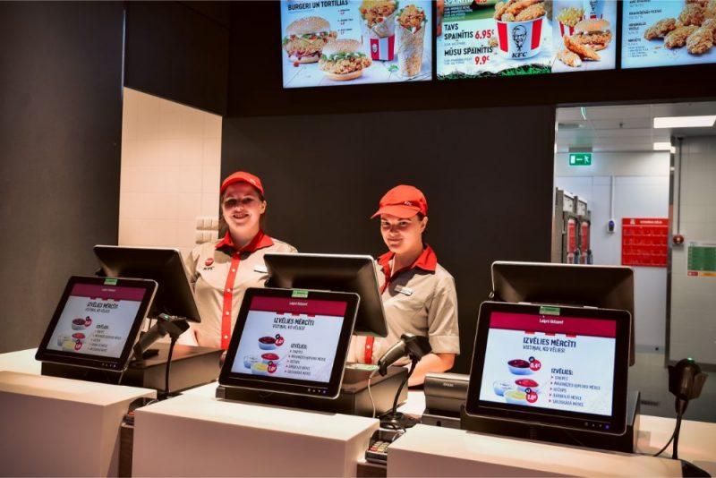"""""""Akropolē"""" darbu sācis jaunais KFC restorāns"""