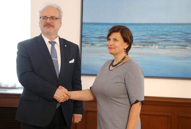 Valsts prezidents Egils Levits un veselības ministre Ilze Viņķele tikšanās laikā Rīgas pilī.