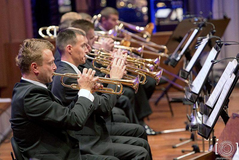 """Orķestris """"Rīga"""" koncertos Rīgas Domā parādīja, ka arī viņi ir līdzdalīgi ar sakrālām tēmām saistītas mākslas profesionāli pārliecinošā atklāsmē."""