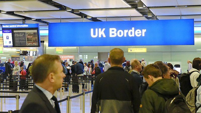 Bez uzturēšanās atļaujas nav atļauts strādāt, bet ceļošana ir atļauta. Arī vīzas nevajadzēs!
