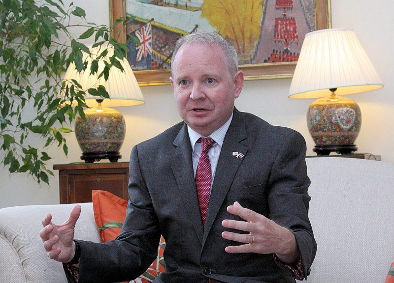Britānijas vēstnieks Latvijā Kīts Šenons..