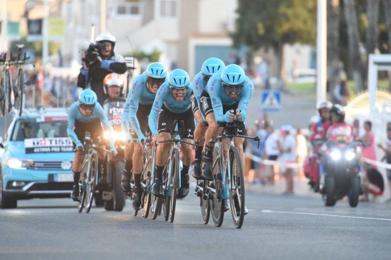 """""""Astana"""" komanda """"Vuelta Espana"""" tūres pirmajā posmā."""