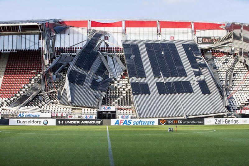 Alkmāras stadiona iebrukušais jumts.