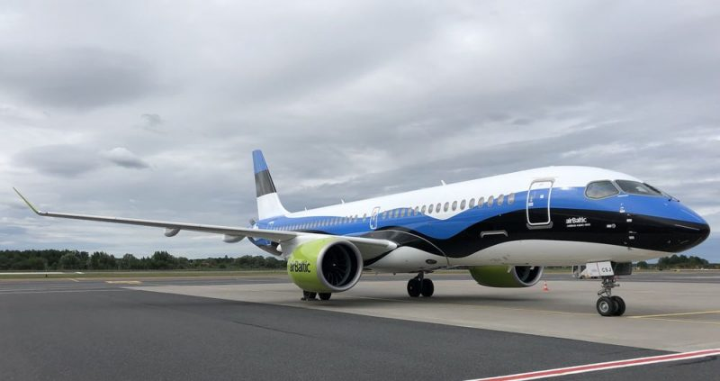 """2019. gada 21. augustā """"Air Baltic"""" pirmo reizi vienkopus prezentēja visas trīs īpašā Baltijas valstu karogu krāsojumu """"Air Baltic"""" """"Airbus A220-300"""" lidmašīnas."""