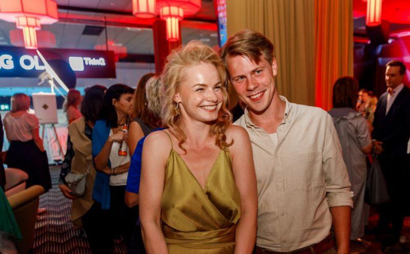Aktrise Ieva Florence – Vīksne ar vīru Oskaru.