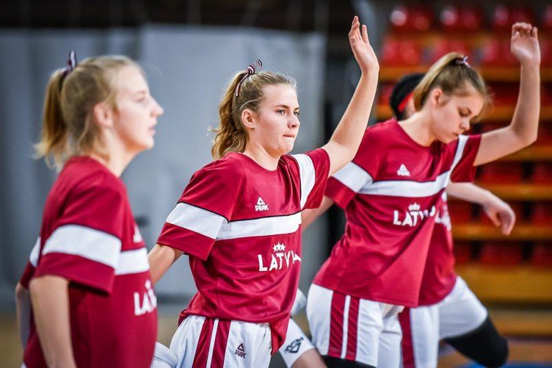 Latvijas U-16 izlases basketbolistes.
