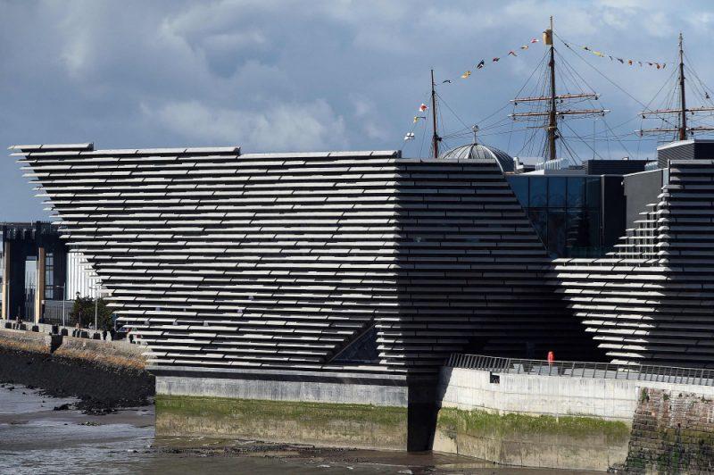 Japāņu arhitekta Kengo Kumas veidotā Dandī Viktorijas un Alberta muzeja celtniecība maksāja 80 miljonus mārciņu.