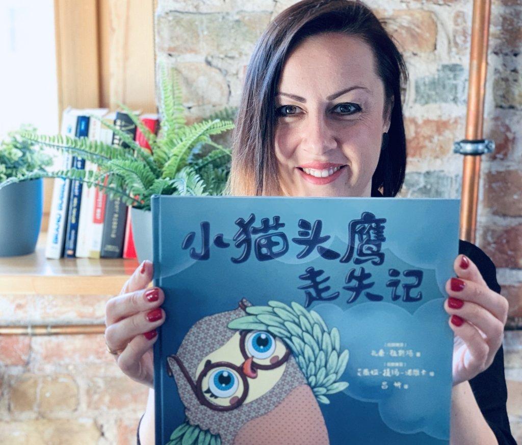 Zane Zusta ar Ķīnā izdoto grāmatu par pūcīti Ucipuci.