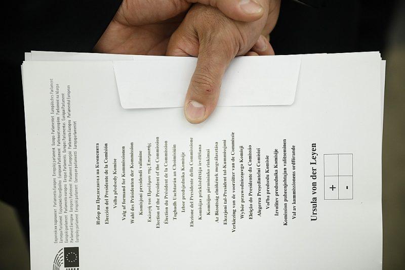 Kopš Eiropas Parlaments 16. jūlijā par Eiropas Komisijas priekšsēdētāju ievēlēja bijušo Vācijas aizsardzības ministri Urzulu fon der Leienu (EK vadītājas amatā viņa oficiāli stāsies 1. novembrī), sabiedrība Latvijā vairāk interesējas, kā viņas uzvārds atveidojams latviešu valodā.