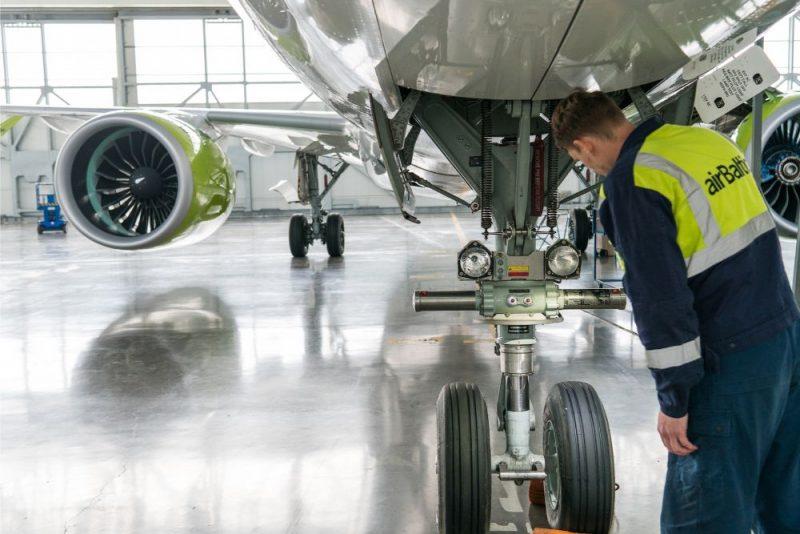 """""""airBaltic"""" tiesīga veikt """"Airbus A220-300"""" pilnu apkopi."""