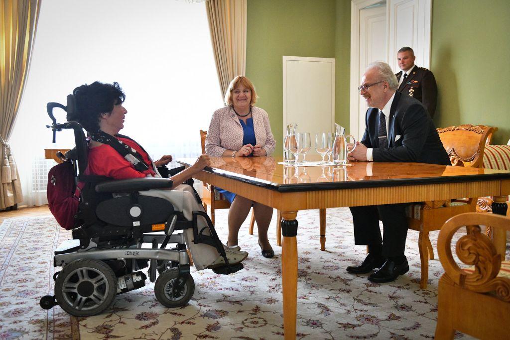 """Valsts prezidenta Egila Levita tikšanās ar sadarbības organizācijas """"Sustento"""" valdes priekšsēdētāju Guntu Anču."""