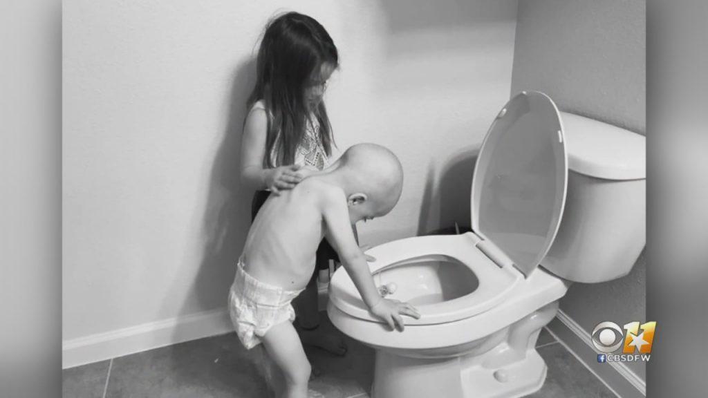 Šis foto, kur četrus gadus veco lekēmijas slimnieku Beketu grūtā brīdī, cīnoties ar vēzi, atbalsta vecākā māsa, ātri kļuva virāls un izkausēja sirdi visā pasaulē.
