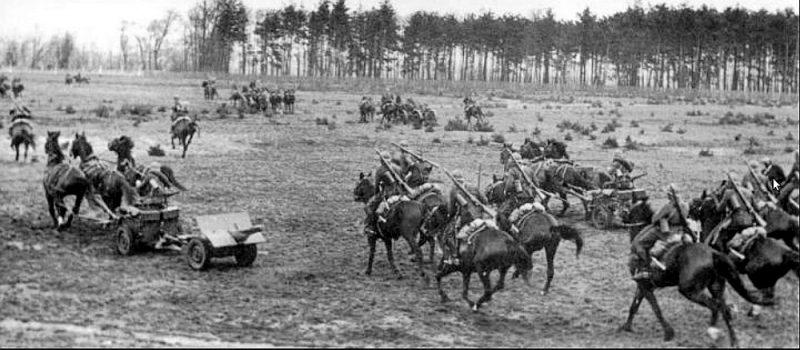 Poļu kavalērija Bzuras kaujas laikā.