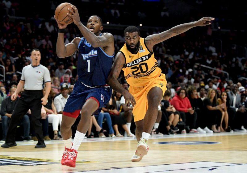 Džo Džonsons (ar bumbu) pēc veiksmīga gada 3×3 basketbolā atgriezīsies NBA.