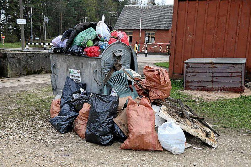 Kā vienīgo Rīgas atkritumu konflikta risinājumu iesaistītās puses šobrīd saskata pagaidu noregulējumu par līguma pārslēgšanas iesaldēšanu.