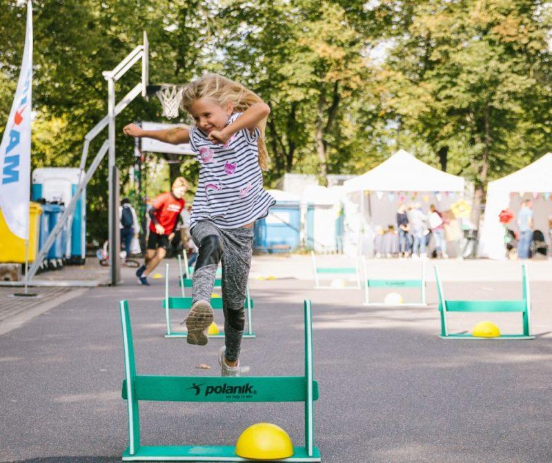 """""""Ghetto Games"""" sporta bāzē Grīziņkalnā trešo gadu pēc kārtas tika atzīmēta Bērnu rehabilitācijas diena – svētki, kas radīti bērniem un pusaudžiem ar kustību traucējumiem, viņu ģimenēm, draugiem un tuviniekiem."""