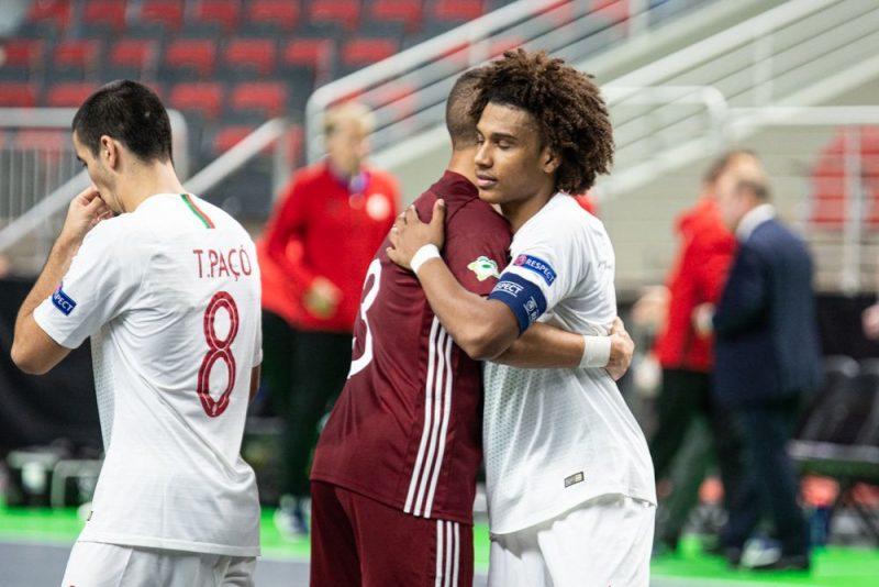 Latvijas U-19 telpu futbola izlase zaudēja Portugālei.