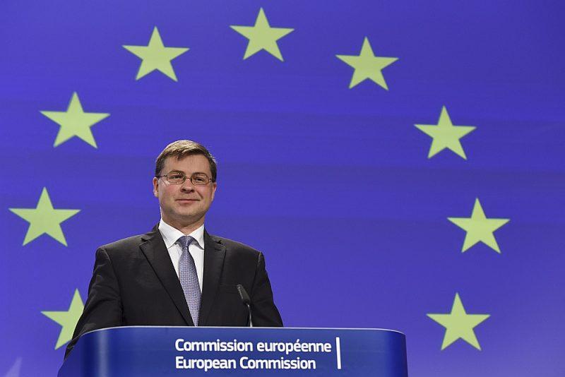 Valdis Dombrovskis kļūs par EK izpildvietnieku no 1. novembra, ja veiksmīgi noritēs komisāru uzklausīšana Eiropas Parlamentā un tas šādu EK sastāvu oktobrī apstiprinās.