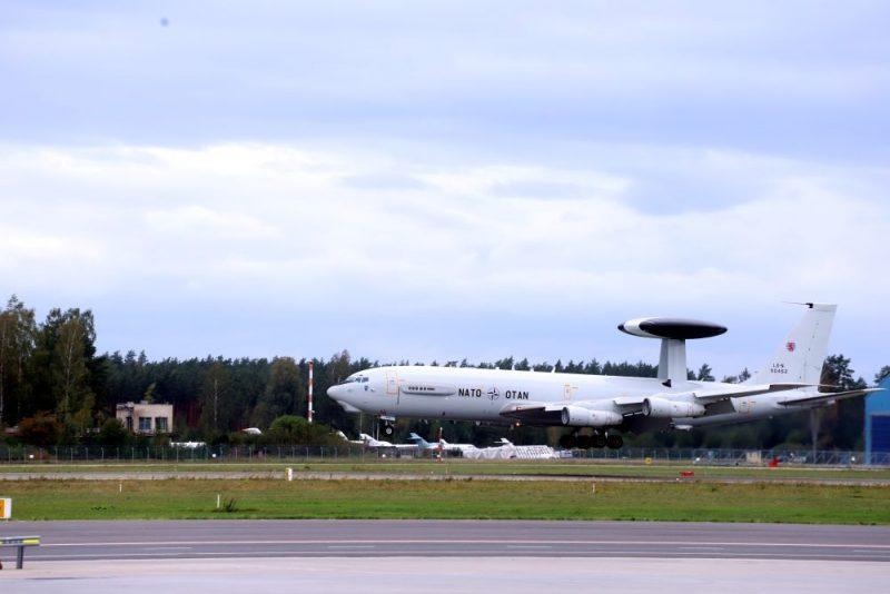"""Lidostā """"Rīga"""" nolaidīsies NATO agrīnās brīdināšanas un kontroles sistēmas (AWACS) lidmašīna"""