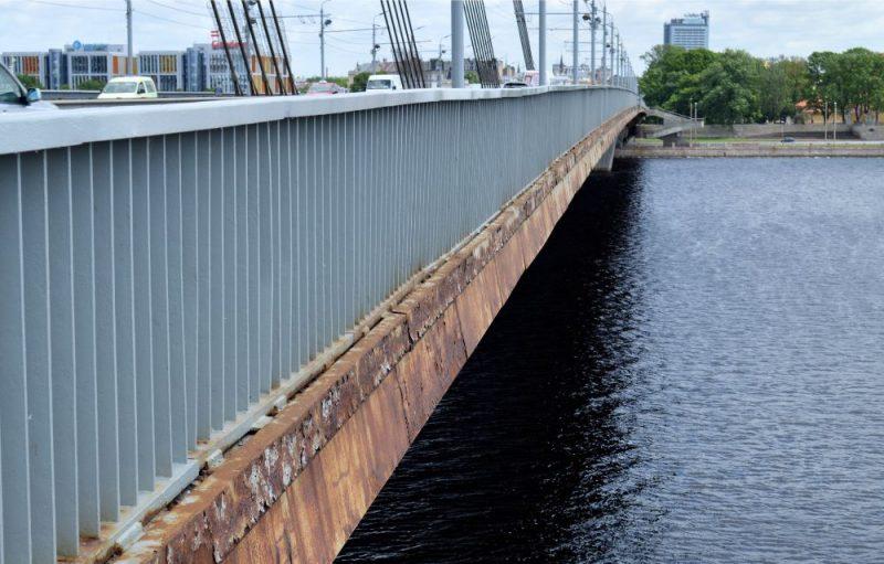 Vanšu tilts Rīgā.