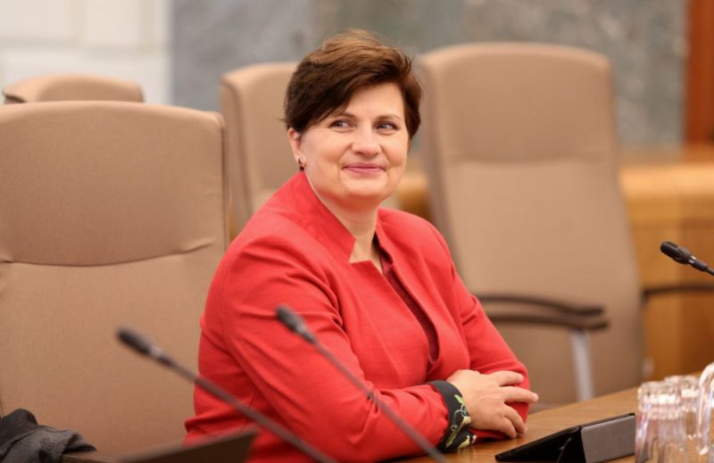 Veselības ministre Ilze Viņķele Ministru kabineta sēdes laikā par fiskālās telpas pasākumiem un izdevumiem prioritārajiem pasākumiem valsts budžetam 2020.gadam un ietvaram 2020.-2022.gadam.