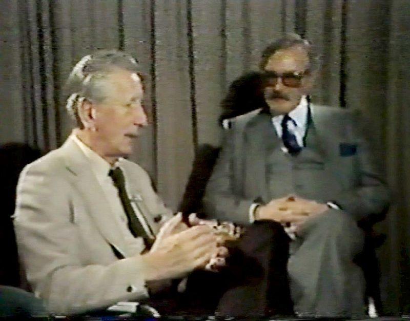 Uldis Ģērmanis (no kreisās) 1984. gadā Stokholmā intervē Imantu Lešinski.