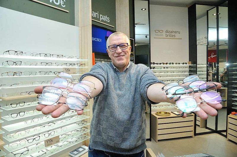 """Viens no lielākajiem optikas salonu īpašniekiem – """"OC Vision"""" sācis ražot Latvijas dizaineru brilles. Sākotnējie dati liecina – mēģinājums ir sekmējies."""