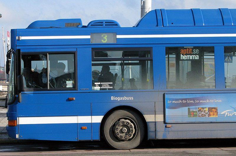 Zviedrijā jau 2022. gadā cer izveidot vienotu biļešu sistēmu, kad ar vienu karti varēs braukt gan šajā autobusā Stokholmas ielās un visā valstī, gan ar vilcienu, gan ar prāmi vai tramvaju.