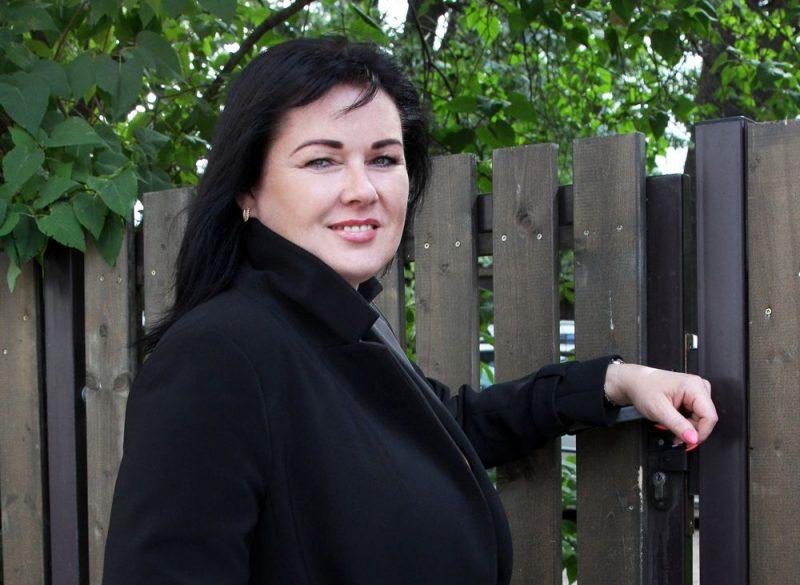 Madoniete Edīte Sproģe pēc četrpadsmit prombūtnes gadiem Gērnsijā nu ir atgriezusies Latvijā.