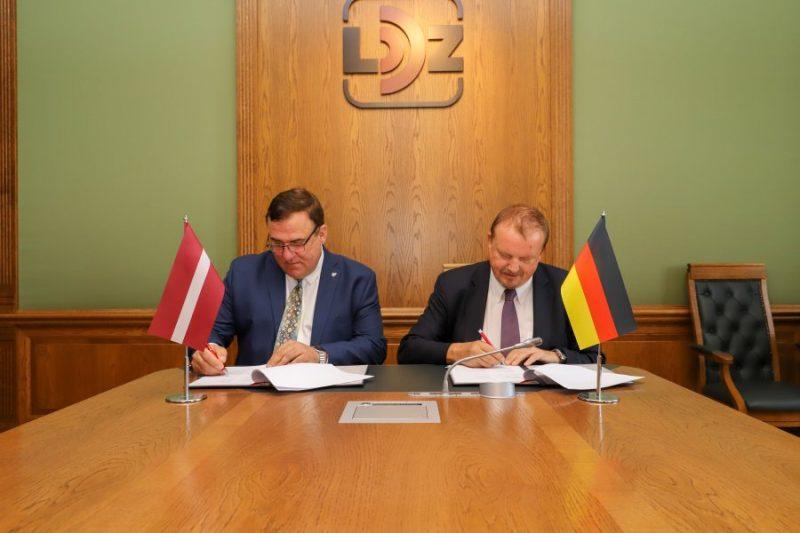 """""""LDz Loģistika"""" un  Vācijas dzelzceļa loģistikas uzņēmumu """"DB Cargo Eurasia"""" sadarbības līguma parakstīšana."""