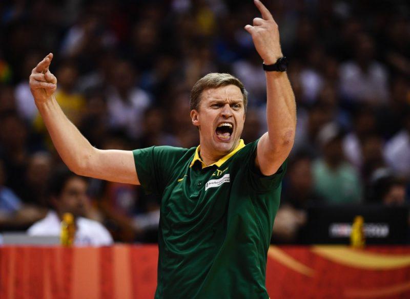 Lietuvas izlases treneris Daiņus Adomaitis saniknots par tiesnešu kļūdām, kuras Lietuvas izlasei liedza dalību Pasaules kausa izcīņas ceturtdaļfinālā.
