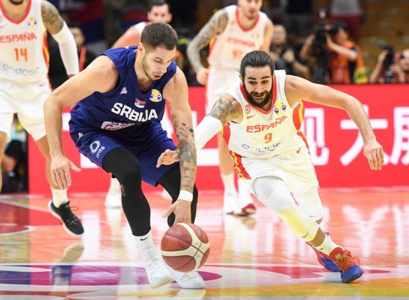 Spānija pret Serbiju, Riki Rubio pret Stefanu Joviču.