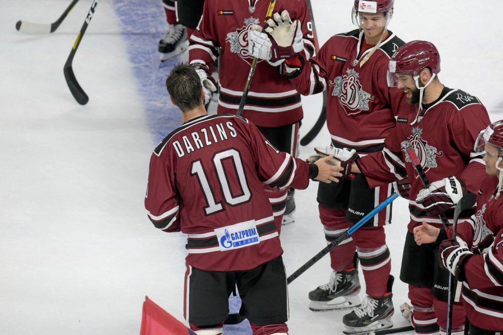 """KHL čempionāta pirajās piecās spēlēs vārtus nav guvis ne Lauris Dārziņš, ne citi """"Dinamo"""" latviešu spēlētāji."""