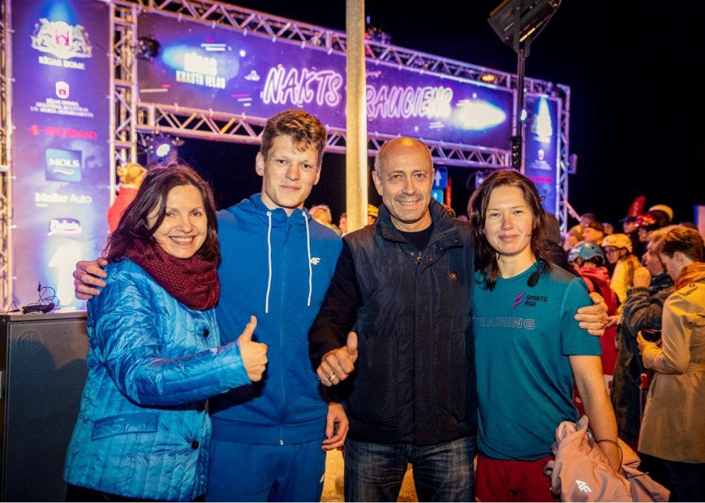 Jaunais Rīgas mērs Oļegs Burovs atklāj nakts braucienu Krasta ielā.