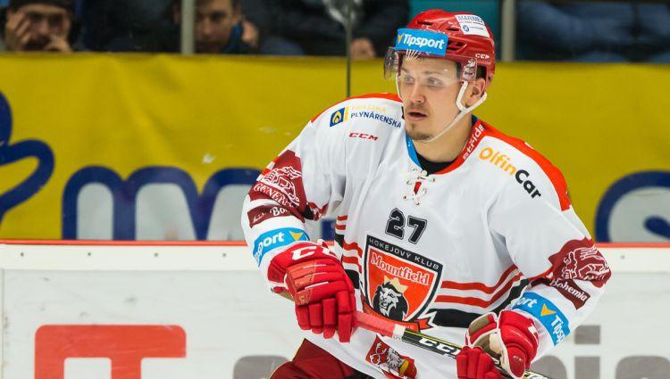 """Oskars Cibuļskis ar Čehijas klubu """"Mountfield"""" spēlēs IIHF Čempionu līgas finālā."""