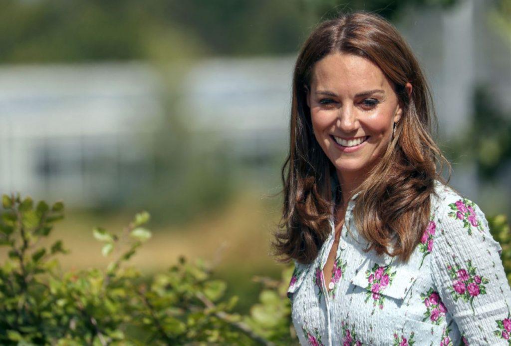 Keita Midltone atklāj dārzu Surejas grāfistē.