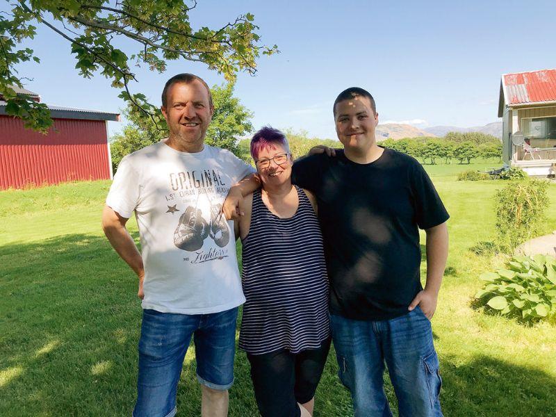 Midlandetas salas saimnieki Helge, Jurgels un Kjēre, darbojoties lauksaimniecībā, jūtas droši.