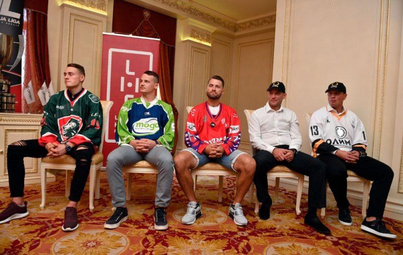 """OHL čempionātā šosezon spēlēs astoņas komandas, arī jaunpienācēja HK """"Olimp"""", kuru pārstāvēs pieredzējušie Georgijs Pujacs (no labās) un Aleksejs Širokovs."""