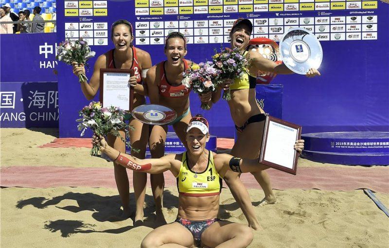 Olimpiskā kvalifikācijas turnīra uzvarētājas – no kreisās Anastasija Kravčenoka, Tīna Graudiņa un spānietes Liliana un Elsa.