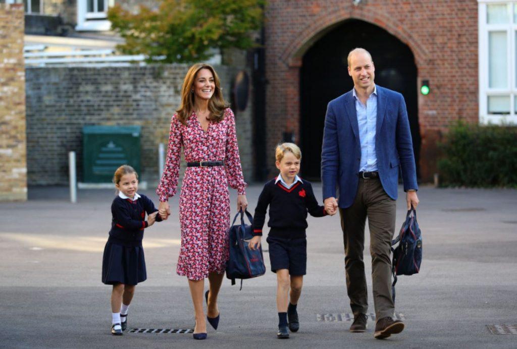 Princese Šarlote šodien sākusi apmeklēt skolu.