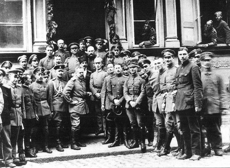 Krievu Rietumu armijas virsnieki Jelgavā.