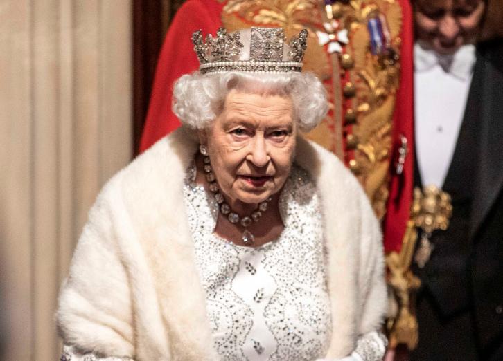 Karaliene Elizabete II apliecināja, ka britu valdības prioritāte ir valsts izstāšanās no Eiropas Savienības (ES) 31.oktobrī.